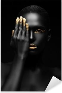 Sticker Pixerstick Femme à la peau sombre avec maquillage dorée.