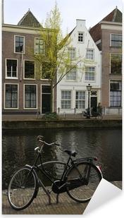 Pixerstick Sticker Fiets in de buurt van het kanaal, Leiden