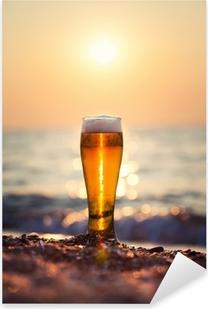 Pixerstick Sticker Glas bier op een zonsondergang