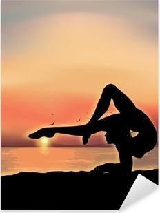 Sticker Pixerstick Gymnaste exercice près de la mer