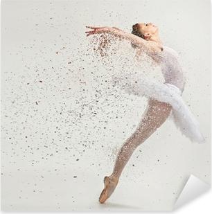 Sticker Pixerstick Jeune danseuse de ballerine dans le tutu effectuer sur pointes