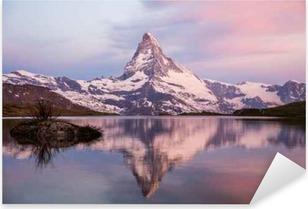 Pixerstick Sticker Kleurrijk zomer panorama van de Matterhorn piramide en Stellisee meer. Enkele minuten voor zonsopgang. Grote juni buiten scène in de Zwitserse Alpen, Zermatt, Zwitserland, Europa 2017