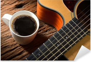 Pixerstick Sticker Koffiekopje en gitaar op houten tafel