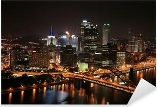 Sticker Pixerstick L'horizon de Pittsburgh de Mount Washington dans la nuit.