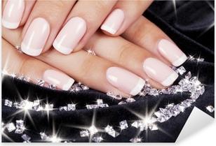 Sticker Pixerstick Les ongles de belle femme avec manucure et diamants français.