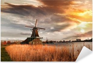 Sticker Pixerstick Moulins à vent traditionnels hollandais avec canal près d'Amsterdam, Holla