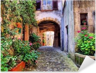Pixerstick Sticker Overspannen geplaveide straat in een Toscaans dorp, Italië