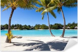 Sticker Pixerstick Palmiers sur une plage de sable blanc en Polynésie française. Bora Bora