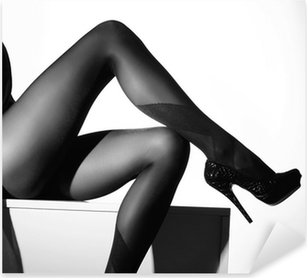 Sticker Pixerstick Photo noir et blanc de belles jambes en bas
