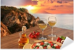Sticker Pixerstick Pizza italienne et de verres de vin contre Calabre côte, Italie
