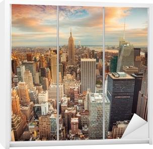 Sticker pour Armoire Coucher de soleil sur New York donnant sur le centre de Manhattan