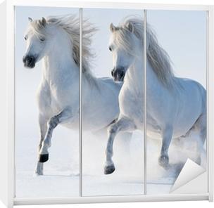 Sticker pour armoire Deux galop des chevaux blancs comme neige