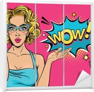 Sticker pour armoire Wow visage féminin. sexy surprise jeune femme à  lunettes avec bouche ouverte et bulle de cheveux bouclés et blonde. vecteur  fond clair ... 6efba131892