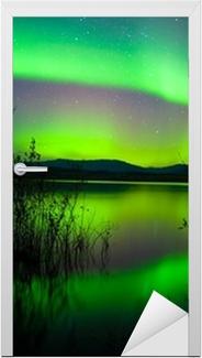 Sticker pour porte Aurores boréales en miroir sur le lac