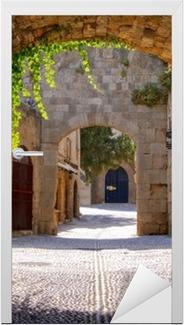 Sticker pour Porte Rue médiévale voûtée dans la vieille ville de Rhodes, Grèce