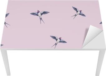 Sticker pour table et bureau Belle hirondelle sur un fond rose. illustration aquarelle. oiseau de printemps apporte l'amour. travail manuel modèle sans couture