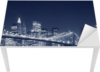 Sticker pour table et bureau Pont de Brooklyn et Manhattan Skyline At Night, New York City