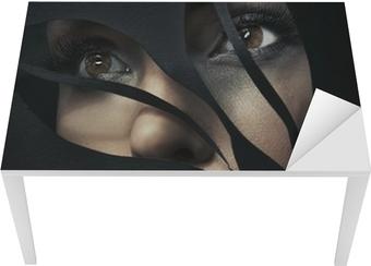 Sticker pour table et bureau Portrait en forme d'une belle femme