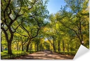 Pixerstick Sticker Prachtig park in prachtige stad..centraal park. het winkelgebied in centraal park bij de herfst., New York stad, de VS