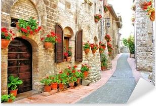 Pixerstick Sticker Schilderachtige laan met bloemen in een Italiaanse heuvel stad