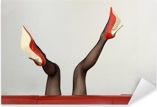 Sexy Frau in roten High-Heels liegt auf dem Sofa Pixerstick Sticker