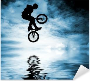 Sticker Pixerstick Silhouette d'un homme faisant un saut avec un vélo bmx.