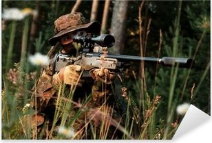 Sticker Pixerstick Sniper s'en prend d'une position. Dans le domaine de la camomille