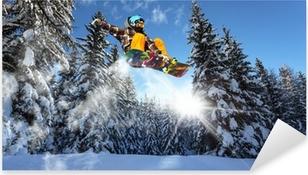 Sticker Pixerstick Snowboarders dans les pins