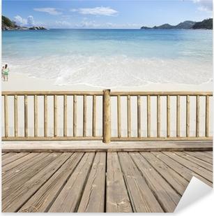 Pixerstick Sticker Terras balkon met uitzicht op zee in de Seychellen