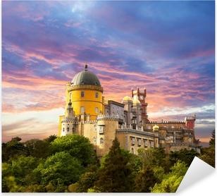 Pixerstick Sticker Tooverpaleis tegen zonsondergang hemel / Panorama van paleis in Sintra,