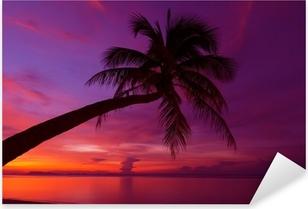 Pixerstick Sticker Tropische zonsondergang met palmboom silhoette op het strand