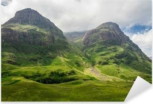 Pixerstick Sticker Uitzicht op de bergen in Schotland in de Glencoe