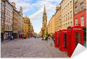 Pixerstick Sticker Uitzicht op straat van Edinburgh, Schotland, Groot-Brittannië