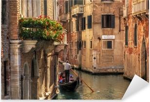 Sticker Pixerstick Venise, Italie. Gondole sur un canal romantique.