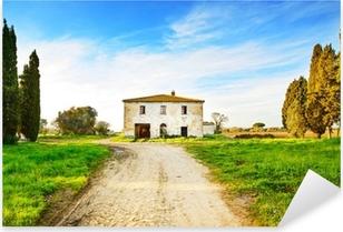 Sticker Pixerstick Vieille maison abandonnée rural, route et des arbres sur sunset.Tuscany, Ita