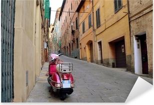 Sticker Pixerstick Vintage scène avec Vespa sur la vieille rue, Sienne, Italie