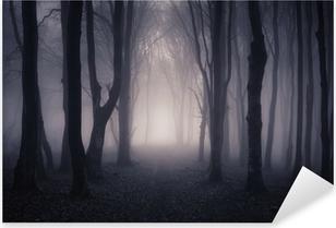 Pixerstick Sticker Weg door een donker bos bij nacht