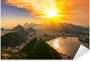 Pixerstick Sticker Zonsondergang van Corcovado en Botafogo in Rio de Janeiro. Brazilië