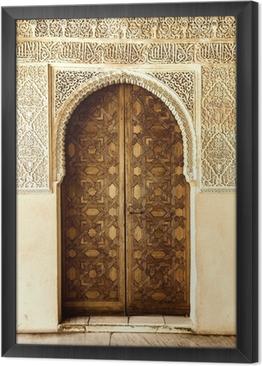 Tableau encadré Une porte décorée dans un style arabe dans l'Alhambra, Grenade, Espagne.