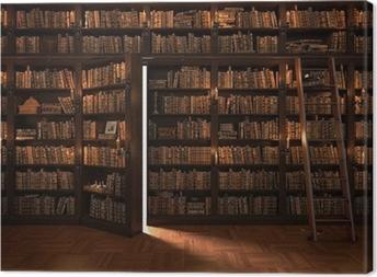 Tableaux premium Porte secrète dans la bibliothèque. bibliothèque Mysterious avec l'allumage des bougies. Avec des trucs vintage.
