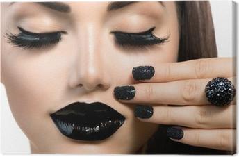 Tableau sur toile Beauté Fashion Girl avec Trendy Caviar Black manucure et maquillage