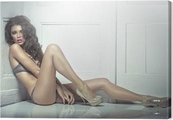 Tableau sur toile Belle séduisante jeune femme en lingerie sexy