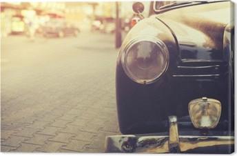 Tableau sur Toile Détail de la lampe de phare voiture classique garée en milieu urbain - style d'effet de filtre cru