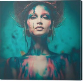 Tableau sur toile Jeune femme muse de l'art du corps créatif et coiffure