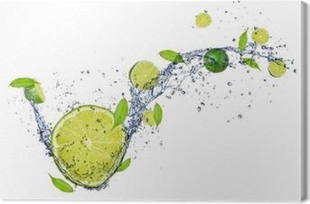 Tableau sur toile Limes fraîches dans les projections d'eau, isolé sur fond blanc