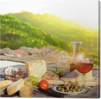 Tableau sur toile Mediterrane Köstlichkeiten serviert auf Terrasse in Italien