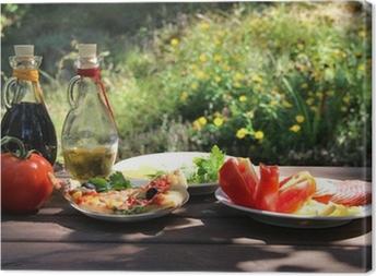 Tableau sur toile Morceau de pizza dans le jardin d'été