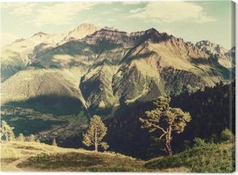 Tableau sur toile Paysage vintage avec des arbres et des montagnes