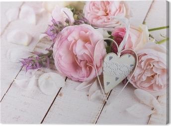 Tableau sur toile Roses fraîches et coeur décoratif.