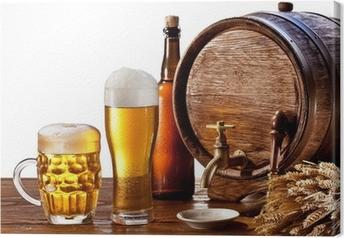Tableau sur toile Tonneau de bière avec des lunettes de bière sur une table en bois.